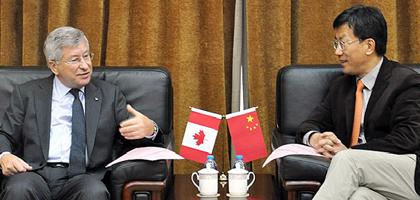 Dean Deszö J. Horváth chats with Huai Jin Peng, President of Beihang University