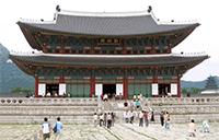 Seoul Gyeongbok-gung-3. Licensed under Creative Commons Attribution-Share Alike 3.0 via Wikimedia Commons