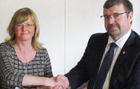 MOU signing image cropped for yFile homepage