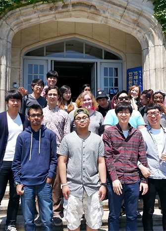 York U students gather for a group photo while in Korea