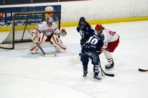 Sunday's women's hockey game against U of T (image: Roham Abtahi)