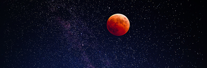 Image of the moon in the night sky