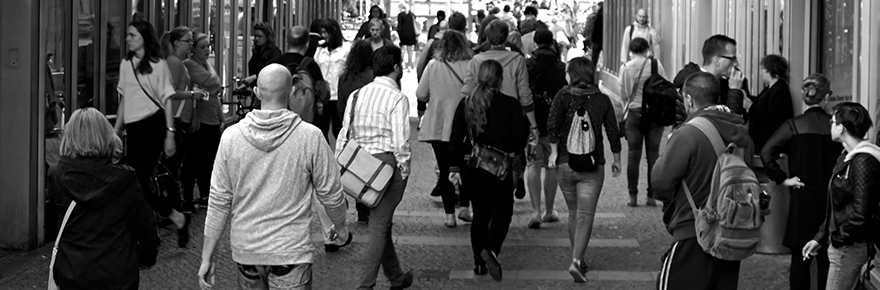 FEATURED people walking Photo by Ingo Joseph from Pexels
